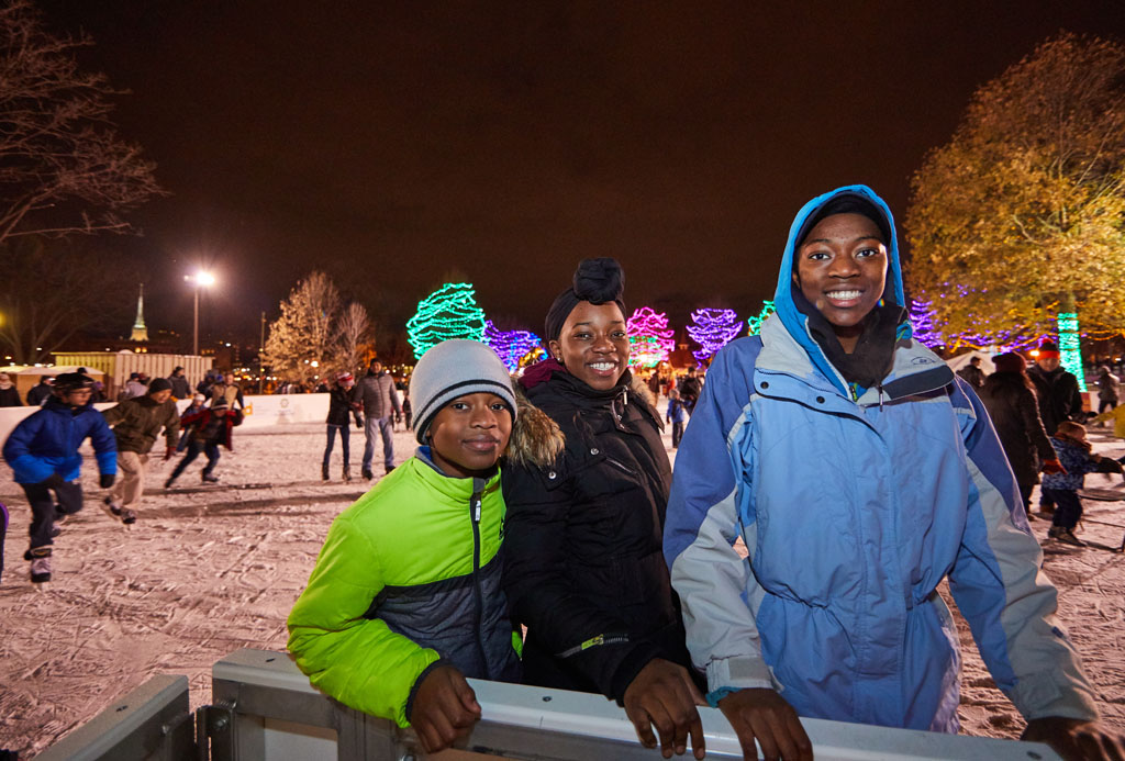 2MDC_Holidazzle_2017__Q0A5373